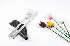 Stillebenbestick och blommor Arkivbild