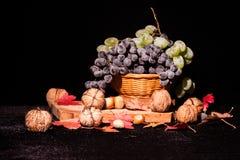 Stillebensammansättning med frukter och grönsaker Arkivbilder