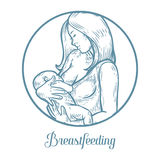 Stillend Baby der Frau, Mutter, die neugeborenes Baby in den Armen einziehen ihn hält Stockbilder