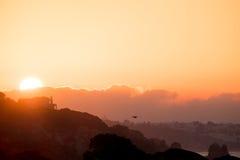 Stiller Sonnenaufgang in Algarve Lizenzfreie Stockfotos