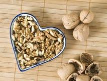 Stilleven dat met noten een hart vormt Royalty-vrije Stock Afbeeldingen