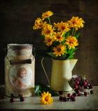 stilleven dat uit geel bestaat en vrolijk Royalty-vrije Stock Foto's