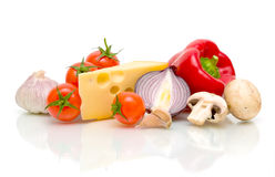 Stilleven. kaas en groenten. Stock Afbeeldingen