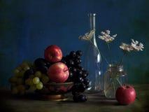 Stilleven met appelen en wijnstok Stock Afbeelding