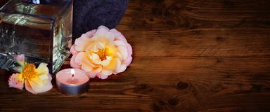 Stilleven met badolie voor schoonheid en ontspanning royalty-vrije stock foto