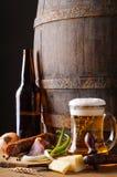 Stilleven met bier en voedsel Royalty-vrije Stock Afbeeldingen