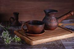 Stilleven met ceramisch keukengerei Stock Foto's