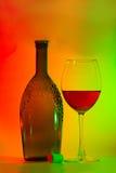 Stilleven met een fles, een kurk en een glas Stock Afbeeldingen