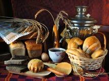 Stilleven met een verscheidenheid van brood Stock Fotografie