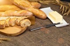 Stilleven met Franse verse broodbaguettes met poolish op w stock foto's