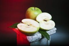 Stilleven met gesneden appelen Stock Afbeelding