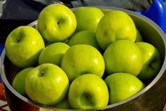 Stilleven met groene appelen Stock Afbeelding