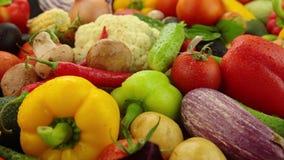 Stilleven met groenten op de lijst stock videobeelden