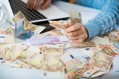 Stilleven met heel wat contant geld en notitieboekje Royalty-vrije Stock Afbeeldingen