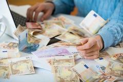 Stilleven met heel wat contant geld en notitieboekje Royalty-vrije Stock Foto's