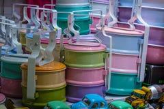 Stilleven met kleurrijke retro voedseldrager royalty-vrije stock foto