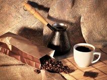 Stilleven met koffiebonen, een Turk en een Kop van koffie Royalty-vrije Stock Foto's