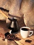 Stilleven met koffiebonen, een Turk en een Kop van koffie Stock Fotografie