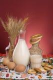 Stilleven met melk, graangewassen, korrels en eieren. Royalty-vrije Stock Fotografie