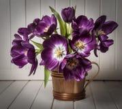 Stilleven met tulpen stock foto's