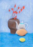 Stilleven met vaas, ketel, citroen Stock Foto