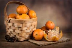 Stilleven met verse mandarins in een mand Royalty-vrije Stock Foto