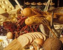 Stilleven met wijn, kaas en brood Royalty-vrije Stock Afbeelding