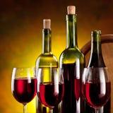 Stilleven met wijnflessen stock foto's