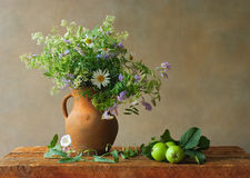 Stilleven met wildflowers Stock Foto