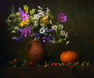 Stilleven met wildflowers Royalty-vrije Stock Foto