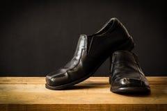 Stilleven met zwarte man schoenen Stock Afbeeldingen