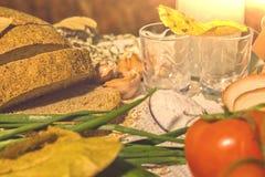 Stilleven, ontbijt van een boer op het gebied stock afbeeldingen