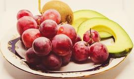 Stilleven van avocado, druiven en kiwi Royalty-vrije Stock Afbeelding