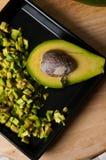 Stilleven van avocadofruit voor een maaltijd wordt gesneden die Royalty-vrije Stock Fotografie