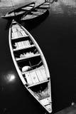 Stilleven van boom eenvoudige boten in zwart-wit Vietnam Stock Fotografie