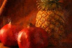Stilleven van een pinepple met twee granaatappels Stock Afbeeldingen