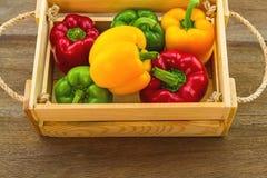 Stillevenconcept kleurrijk van verse zoete groene paprika Royalty-vrije Stock Afbeeldingen