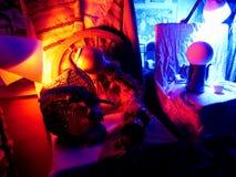 Stillleben beleuchtet durch blaues und rotes Licht Stockfotografie