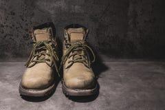 Stillleben, das harte Stiefel bearbeitet Stockfoto