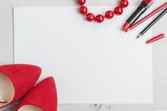 Stillleben der Modefrau Weiblicher kosmetischer Hintergrund Stockbilder