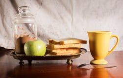 Stillleben des Nachtischs und des Getränks. Stockfotos