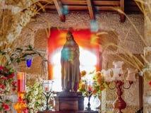 Stillleben, Idylle in einer kleinen Kapelle in den Bergen vom sthe südlich Teneriffas lizenzfreie stockfotos