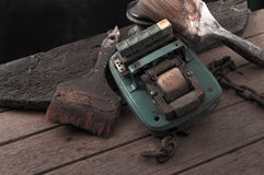Stillleben mit altem Malerpinsel und alter Schalterweinlese Lizenzfreie Stockbilder