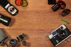 Stillleben mit alter Fotografieausrüstung Lizenzfreies Stockbild