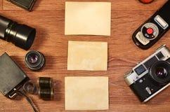 Stillleben mit alter Fotografieausrüstung Lizenzfreies Stockfoto