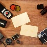 Stillleben mit alter Fotografieausrüstung Lizenzfreie Stockfotografie
