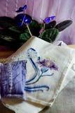 Stillleben mit Blume gestickt lizenzfreie stockfotografie