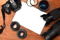 Stillleben mit digitaler photocamera Ausrüstung Stockfoto