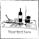 Stillleben mit einer Flasche, Zigarettenkippen, Essiggurken und Glas Stockfoto