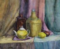 Stillleben mit Flasche, Vase und Teekanne Stockfotografie